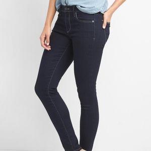 Gap mid rise super skinny Jean's size 4
